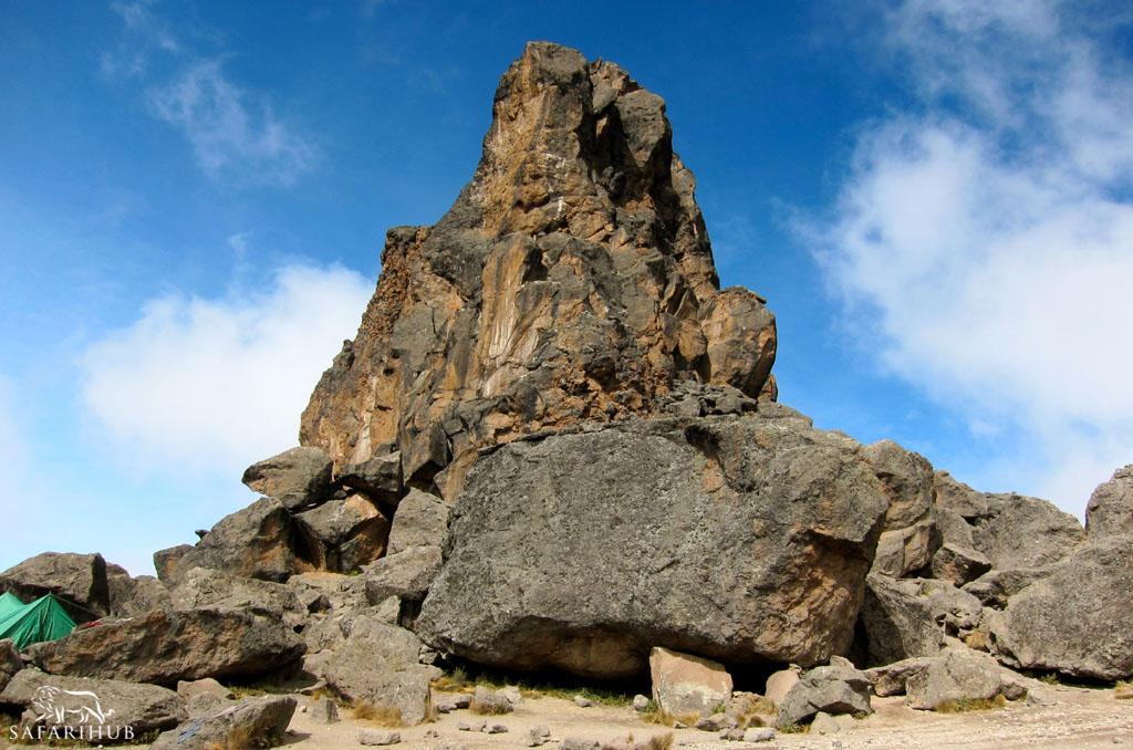 Shira Camp (3,840m/12,600ft) to Barranco Camp (3,850m/12,650ft) via Lava Tower (4,550m/14,900ft)